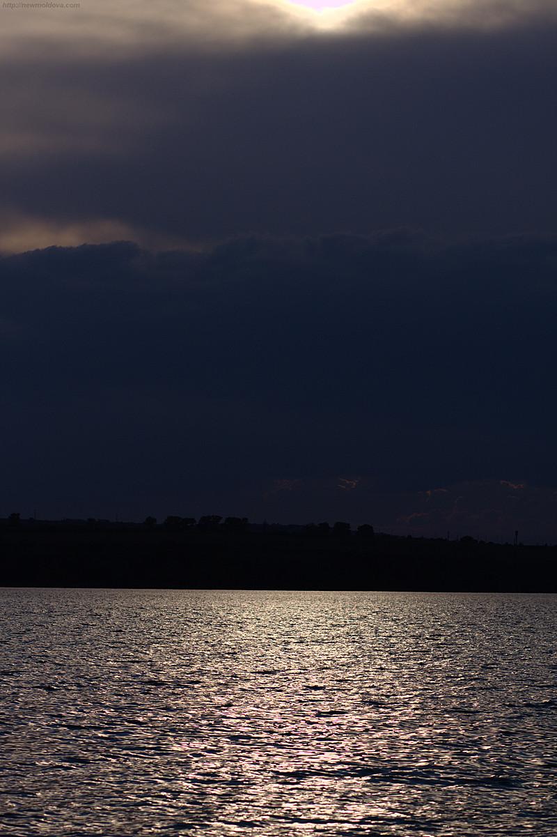 Закат на берегу