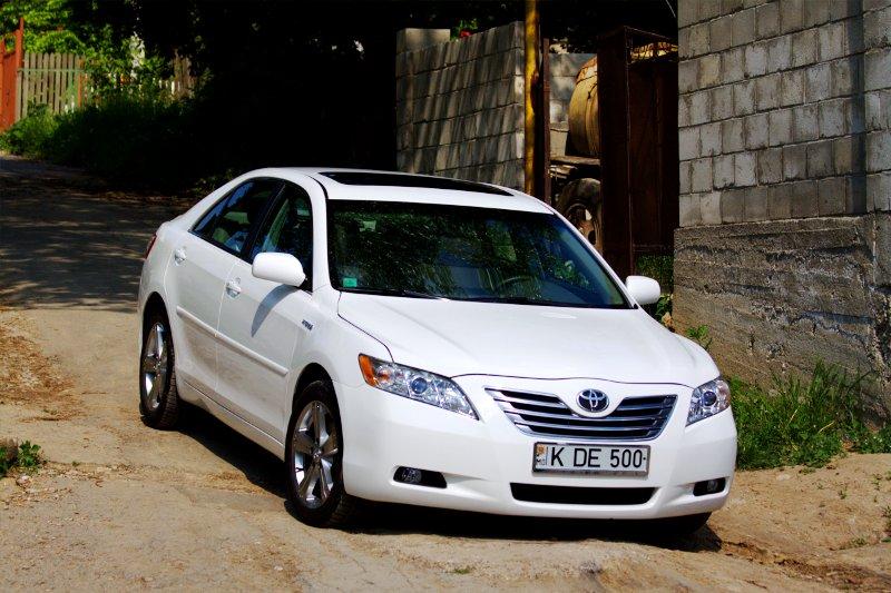 Toyota Camry Hybrid White KDE-500